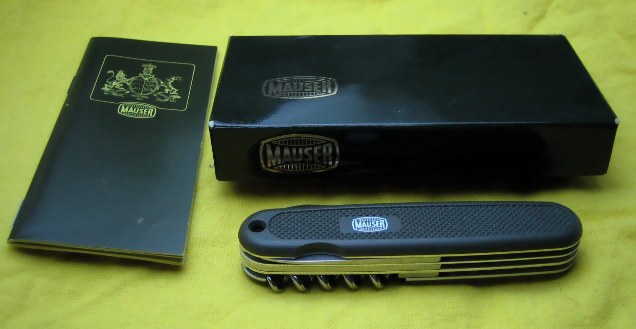 Mauser with booklet and packaging