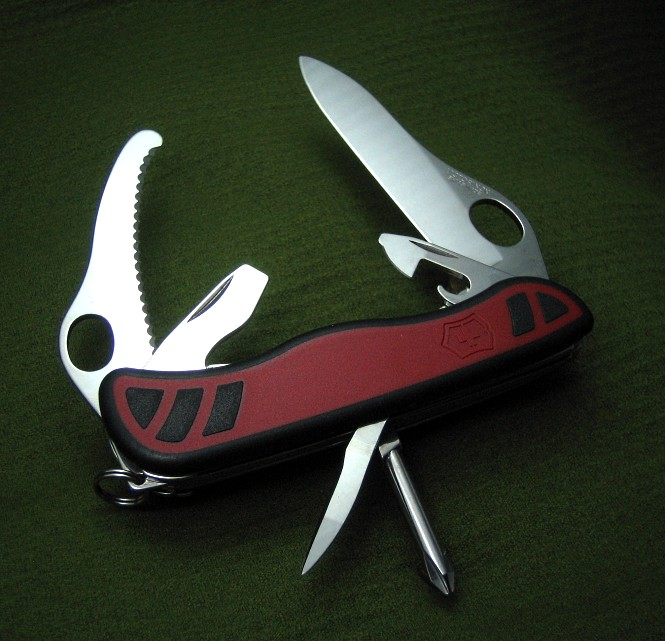 A member of the 2010 Victorinox Grip Series, the DualPro-X is a North American variation of the DualPro.
