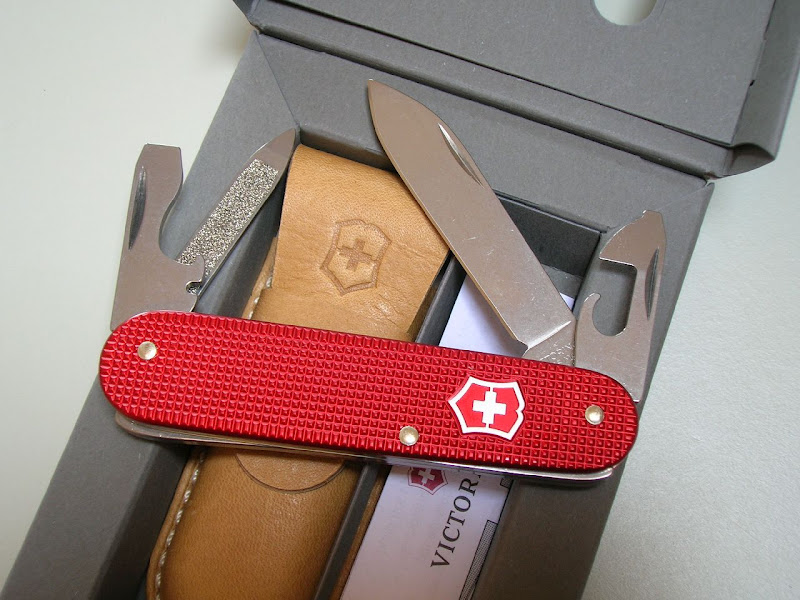 The Victorinox Cadets from the 2012 5 Colors Series do not include the keyring which some people prefer for pocket carry. **Photo by Victor7000 (MTO)