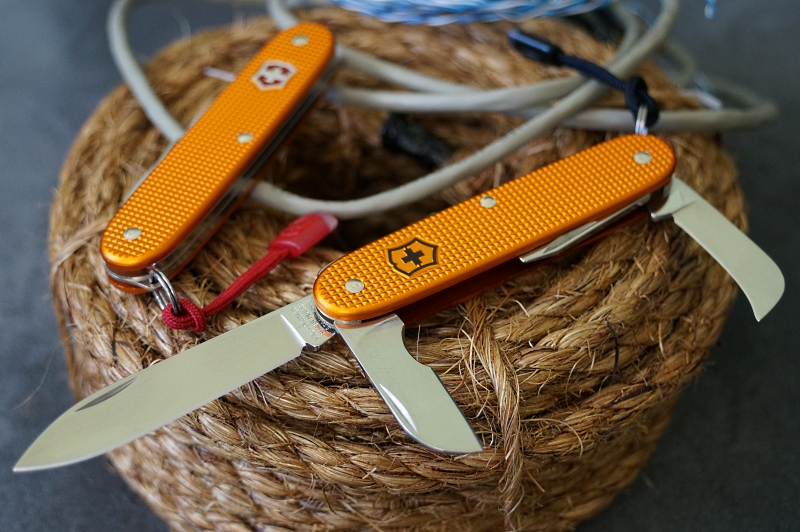 A Victorinox Electrician Duo, created in a 2013 special run for SAK collectors and enthusiasts.  **Photo by: sticktodrom (MTO) edited for SAKwiki by ICFT.